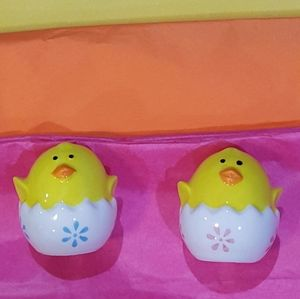 Other - SO CUTE!! *Chicks* Salt & Pepper Shakers